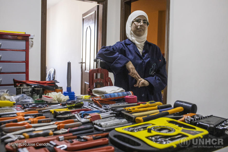Safaa plumbing breaks down prejudices and even taboos! Founded by a single Syrian refugee, this company employs women plumbers. ©HCR