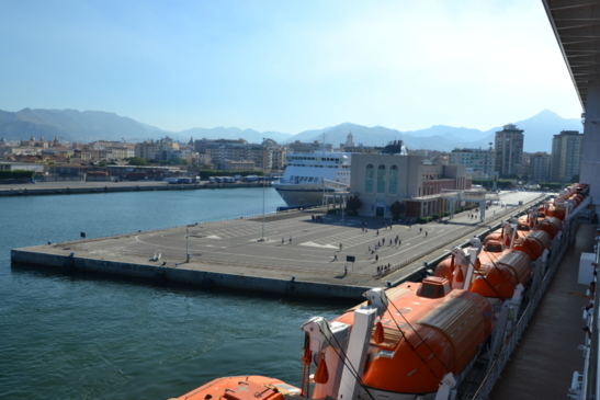 Departure of cruise ship from the port of Palermo (photo F.Dubessy)