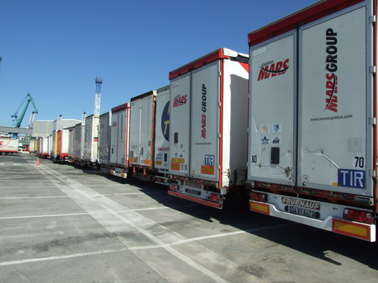 Foreign lorries will be subject to a new French tax on the use of secondary roads. ( F. André)