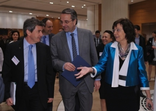 Left to right : Philippe de Fontaine-Vive, EIB Vice-President, Antonis Samaras, greek prime minister, and Maria Damanaki, European Commissioner for Maritime Affairs and Fisheries (Photo EIB)