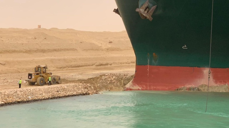 Efforts to get the vessel back on track have failed (photo: Suez Canal Authority)
