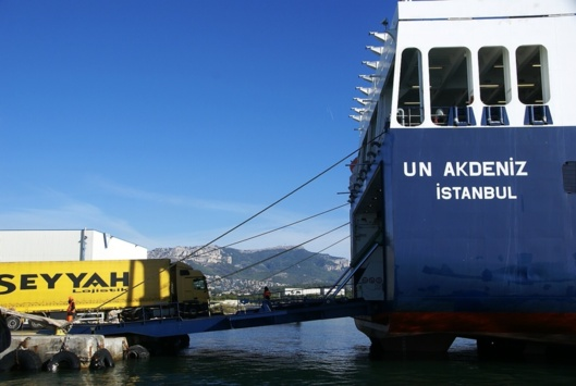 The logistics deployed by the Turkish transport companies who are behind the UN RO RO company has become a reference in logistics organization. (Photo Toulon Port Authority)