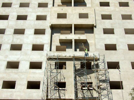 Governments are relying on building contractors to improve their energy efficiency. (photo C. Garcia)