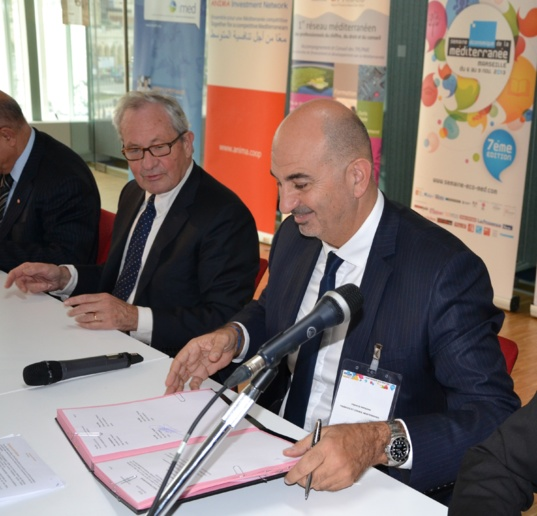 Bernard Morel (PACA region) and Francis Papazian (FCM) signing the agreement for the creation of Pole Med during the 7th edition of the Mediterranean Economic Week in Marseille (photo F.Dubessy)