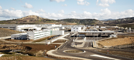 The Renault Melloussa plant produced 93,700 cars in 2013, which were exported via Tanger Med (photo Renault)