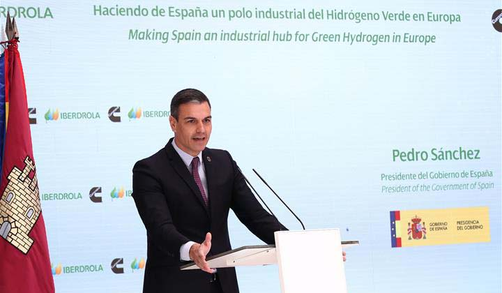 Pedro Sánchez welcomed the first announcement of the construction of a plant in Guadalajara (photo: Pool Moncla/Borja Puig de la Bellacasa)